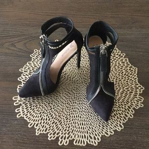 JustFab Shoes - Black 4 1/2 inch heels